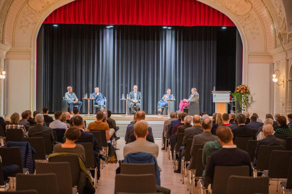 Öffentlicher Abend Podium Diskussion